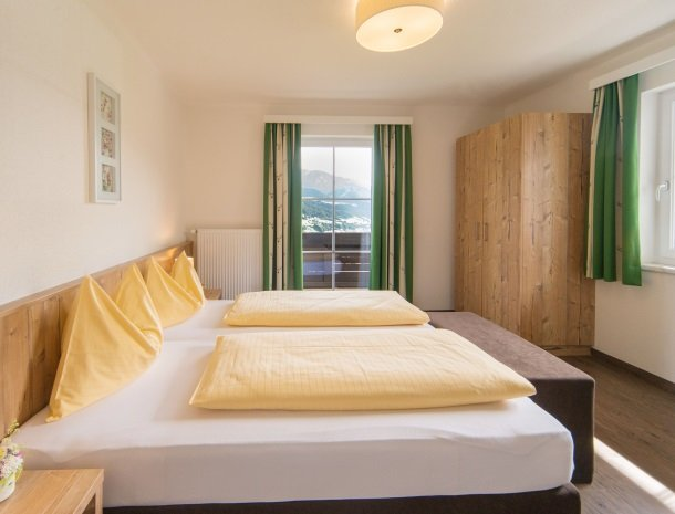 landhaus-hubertus-rohrmoos-kamer met uitzicht twee kanten.jpg