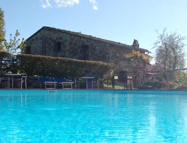 hotel-salivolpi-castellina-in-chianti-het-zwembad.jpg