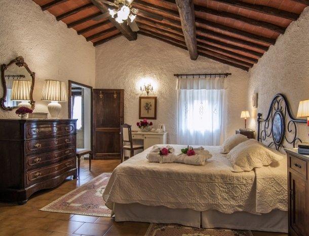 hotel-salivolpi-castellina-in-chianti-slaapkamer1.jpg