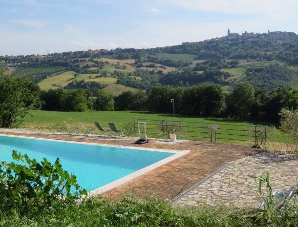 agriturismo casale delle lucrezie-todi-uitzicht-zwembad.jpg