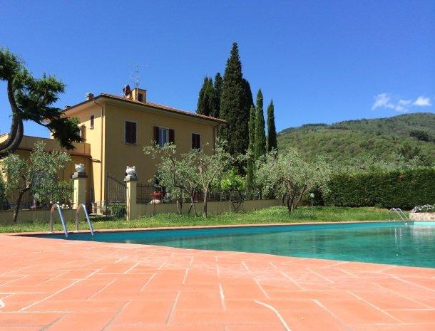 podere-san-giusto-toscane-zwembad-overzicht.jpg