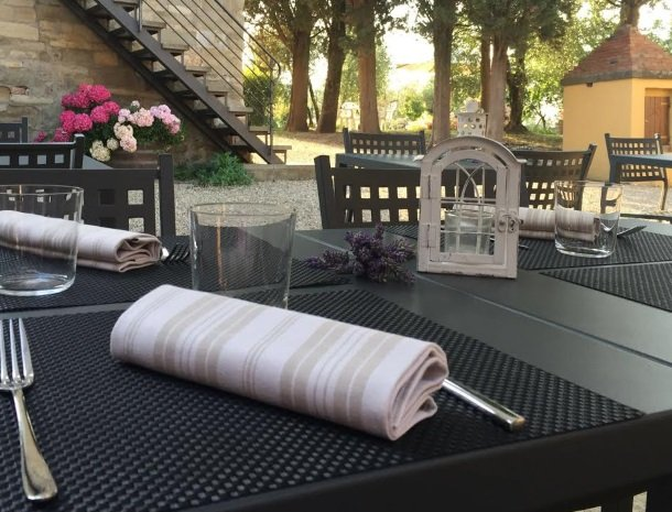 podere-san-giusto-toscane-terras-tafel.jpg