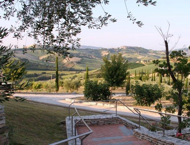 fattoria-marchetti-marche-uitzicht.jpg