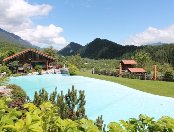 simonbauer-ramsau-zwembad-uitzicht.jpg