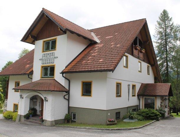 simonbauer-ramsau-boerderij-voorkant.jpg