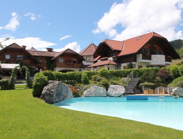 simonbauer-ramsau-boerderij-zwembad.jpg