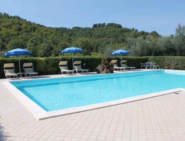 case-vacanze-casalta-gubbio-zwembad-2.jpg