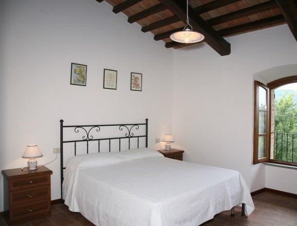 case-vacanze-casalta-gubbio-slaapkamer.jpg