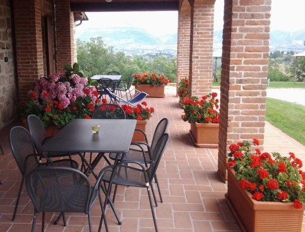 case-vacanze-casalta-gubbio-terras-uitzicht.jpg