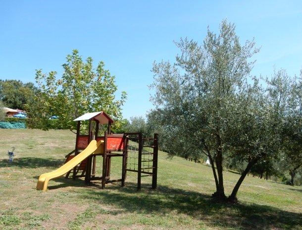 case-vacanze-casalta-gubbio-speeltuin.jpg