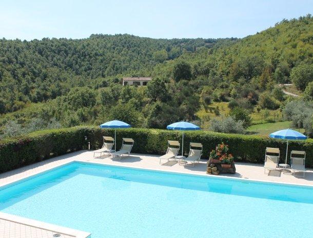 case-vacanze-casalta-gubbio-zwembad-uitzicht.jpg