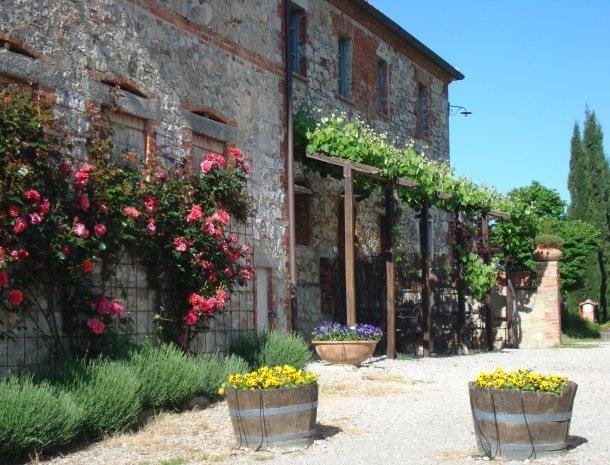 26 podere-alberese-asciano-toscane-bloemen.jpg