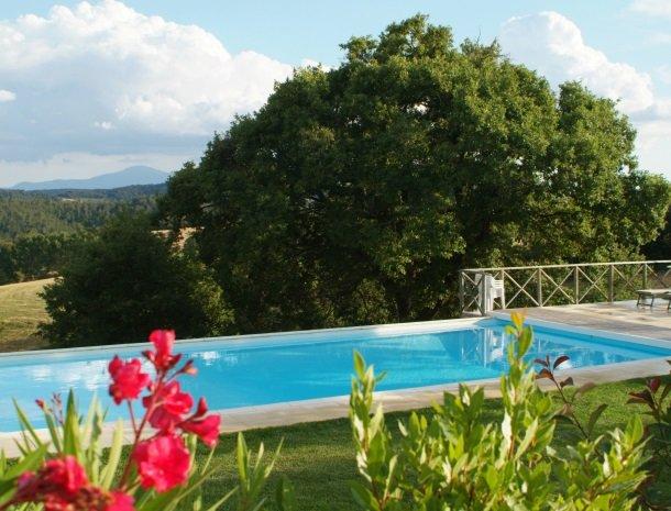 27 podere-alberese-asciano-toscane-zwembad.jpg