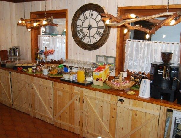 gastehaus-pernull-kamer-ontbijt.jpg