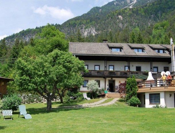 gastehaus-pernull-tuin-huis-berg.jpg