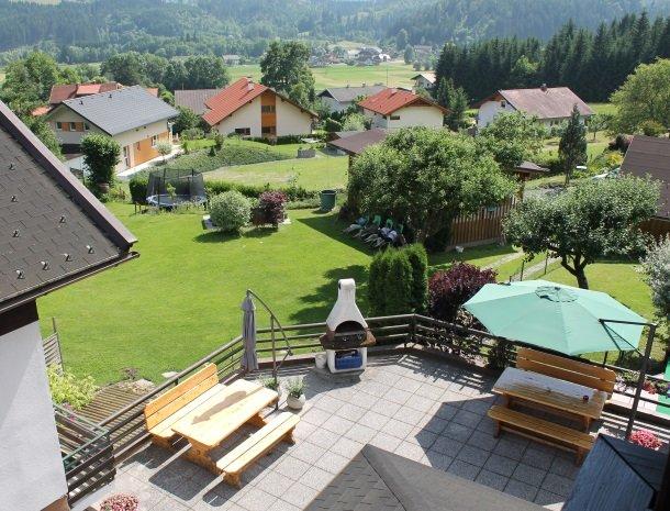 gastehaus-pernull-uitzicht-tuin.jpg