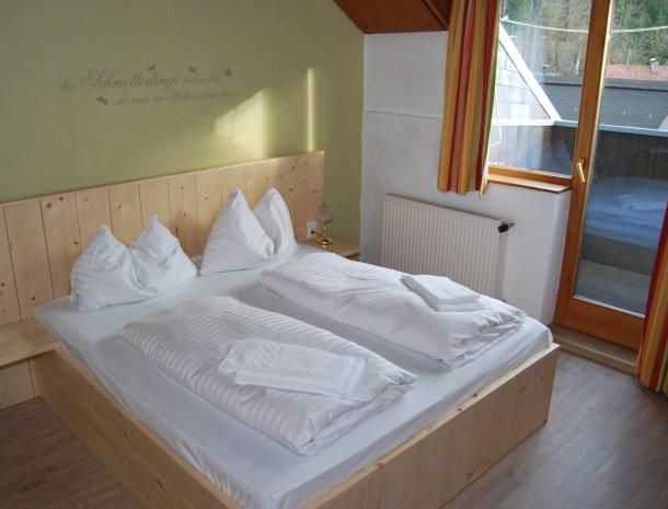 gastehaus-pernull-kamer-deur.jpg
