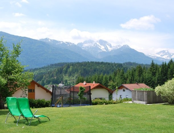 gastehaus-pernull-trampoline.jpg