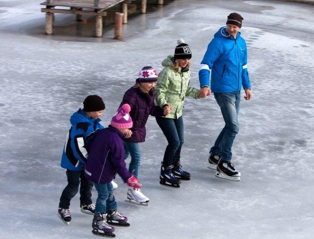 petschnighof-diex-familie-schaatsen.jpg