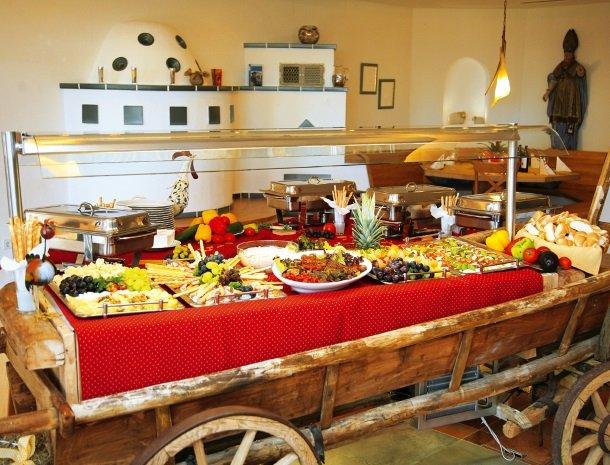 petschnighof-diex-buffet.jpg