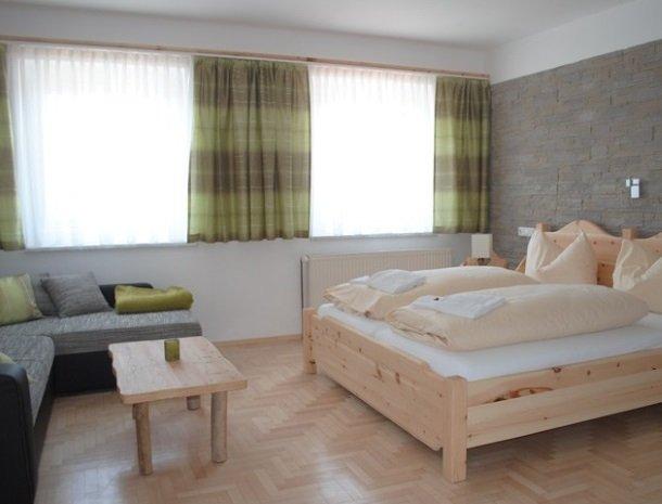 petschnighof-diex-kamer-bed-bank.jpg