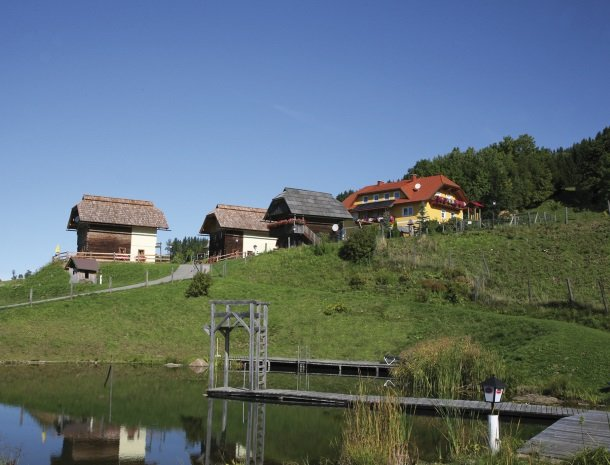 petschnighof-diex-overzicht-meer-huis.jpg