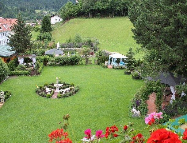 ferners-rosenhof-murau-tuin.jpg