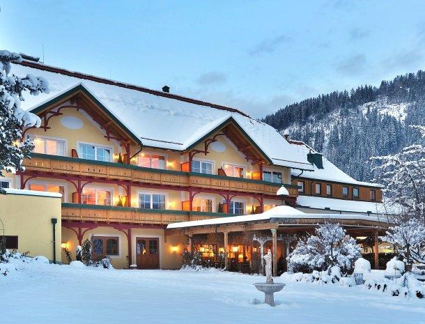 ferners-rosenhof-murau-overzicht-hotel-winter.jpg
