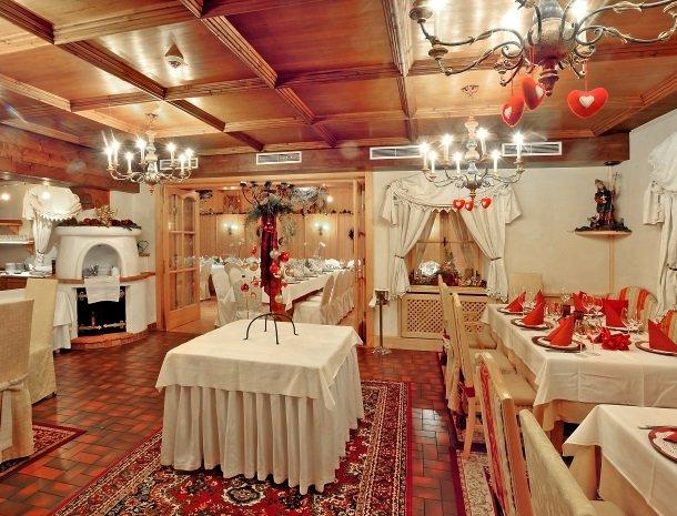 ferners-rosenhof-murau-restaurant-binnen.jpg