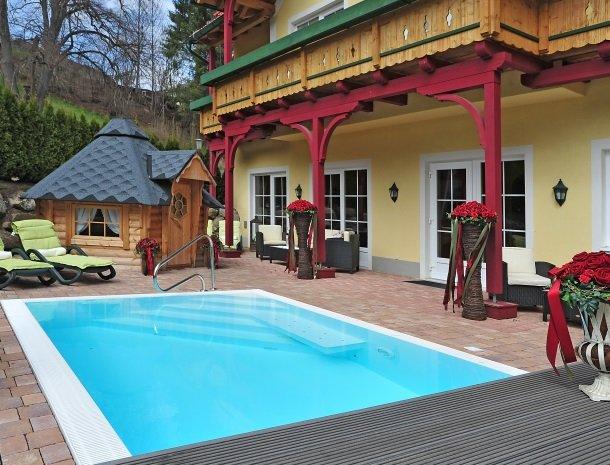 ferners-rosenhof-murau-zwembad-overdasg.jpg