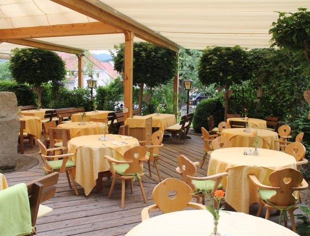 ferners-rosenhof-murau-restaurant-tafels.jpg