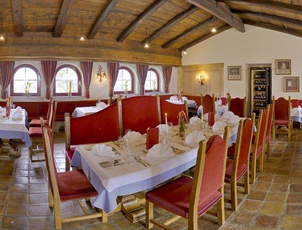 hotel-zum-jungen-romer-radstadt-restaurant-avond.jpg