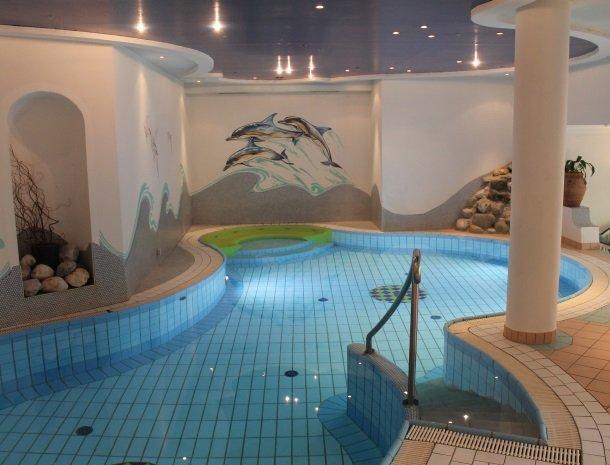 hotel-zum-jungen-romer-radstadt-zwembad-binnen.jpg