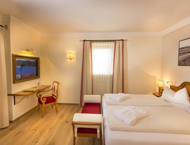 hotel-zum-jungen-romer-radstadt-kamermetbalkon-2p.jpg