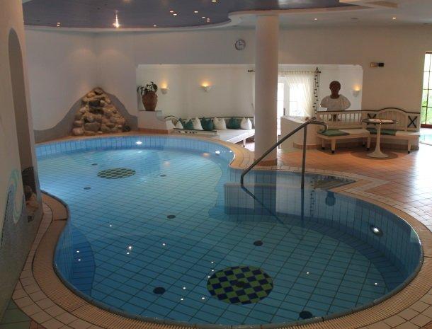 hotel-zum-jungen-romer-radstadt-zwembad.jpg