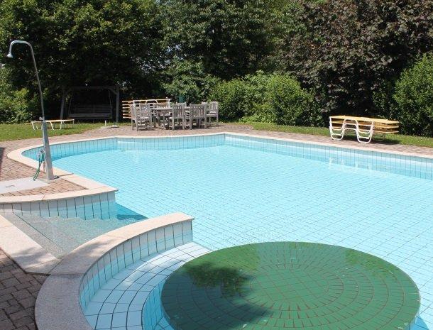 weingut-rebenhof-wijngebied-steiermark-zwembad.jpg