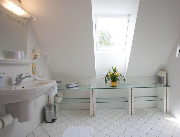 weingut-rebenhof-wijngebied-steiermark-badkamer.jpg