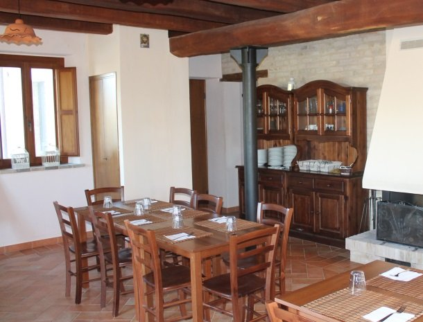 casale-don-dome-marche-restaurant.jpg