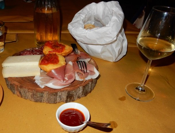 casale-don-dome-marche-antipasti.jpg