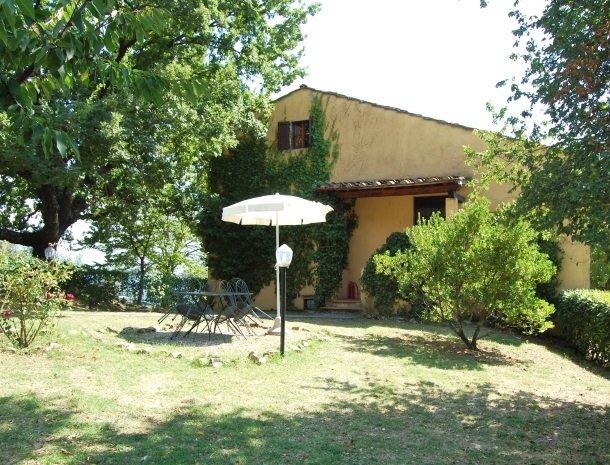 agriturismo-il-giardino-toscane-terras-appartement.jpg