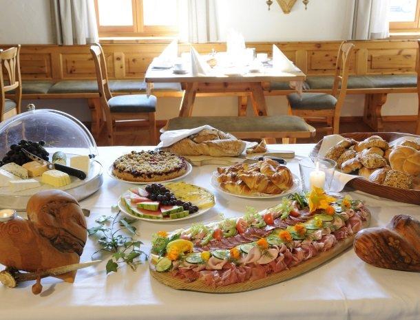 landgut-moserhof-penk-ontbijtbuffet.jpg