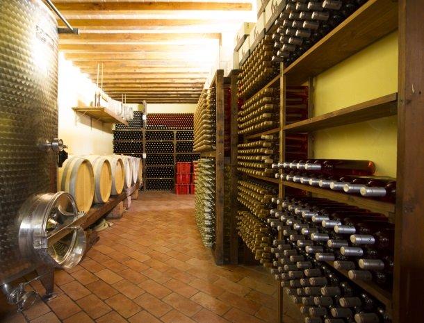 agriturismo santo stefano-castiglion-fiorentino-wijnkelder.jpg
