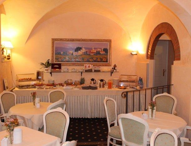 hotel la locanda-ontbijt-zaal.jpg