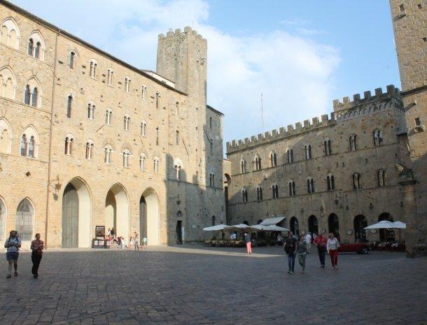 volterra-piazza dei priori-2.jpg