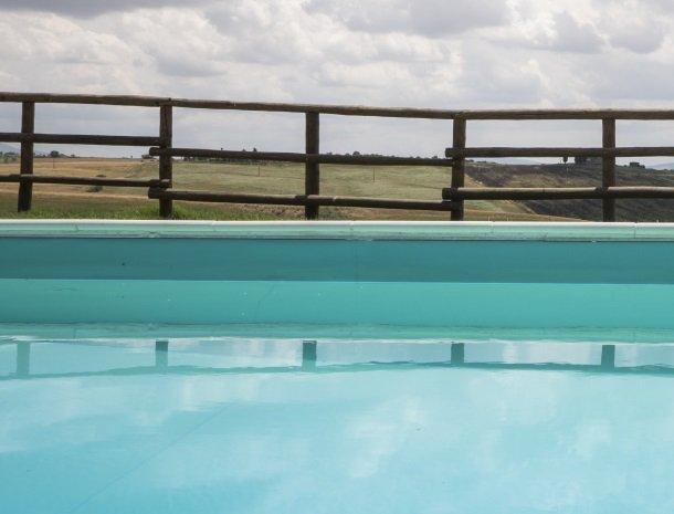 agriturismo-bonello-pienza-zwembad-detail.jpg