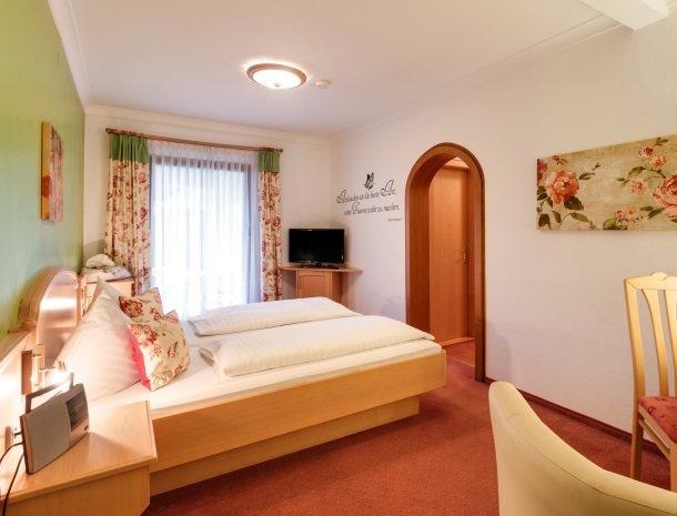 hotel kogler-badmitterndorf-slaapkamer-bed.jpg