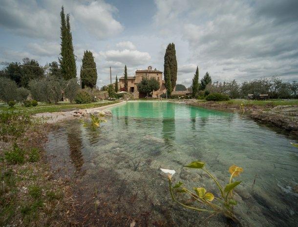 podere-san-lorenzo-volterra-zwembad-overzicht.jpg