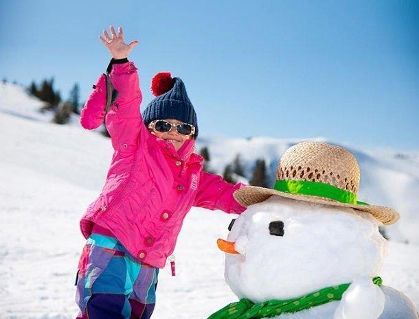 hotel bergzeit-grossarl-kind-sneeuwpop.jpg