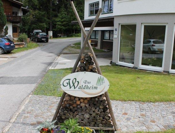 hotel das waldheim-ingang.jpg