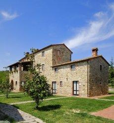 la-casa-colonica-tuoro-sul-trasimeno-italie.jpg